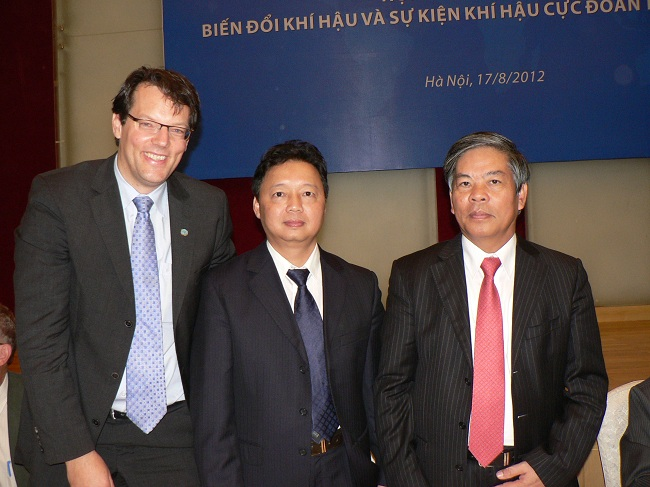 From left to right: Dr. J. Birkmann, Vice Minister of MoNRE Mr.Trần Hồng Hà and the Minister of MoNRE Mr. Nguyễn Minh Quang